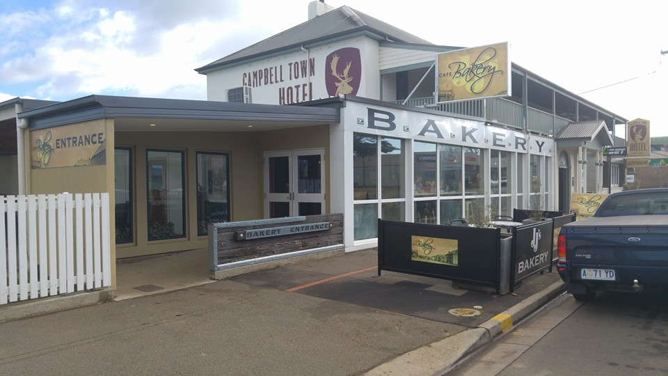 Jj 39 s bakery campbell town heads up food guide for Jj fish and chips